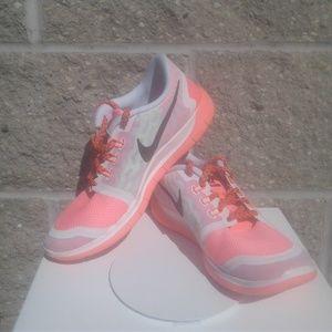 Nike Free 5.0 Running Shoes 7 Y Girls Lava Glow
